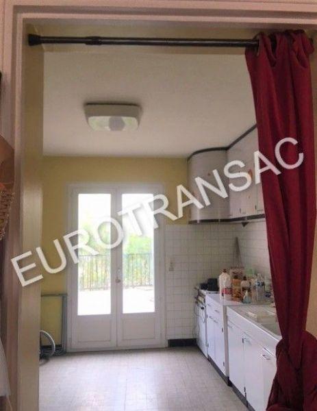 A 10 mn de Pézenas maison de ville R+3 de 200 m²  avec agréable terrasse et local commercial.NL21043