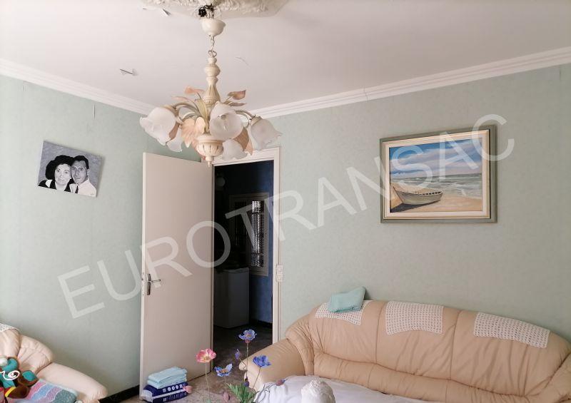 Dans le coeur historique de Pézenas, belle maison composé de plusieurs appartements et garage.NL21052