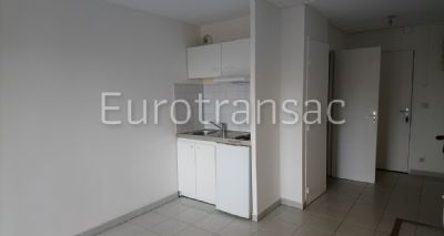 BALARUC LES BAINS - STUDIO OF 20M² WITH TERRACE OF 4.80M² - RENTED YEAR-ROUND