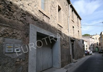 In the historic heart of Pézenas, beautiful house consisting of several apartments and garage.